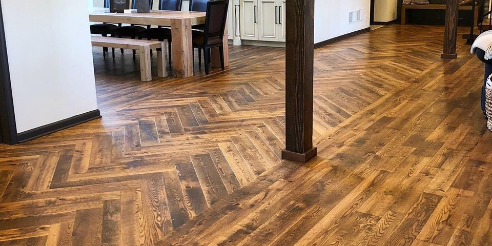 Century Sawn Red Oak Hardwood Tongue and Groove Endmatched Flooring Stained Harringbone Patern
